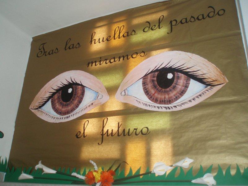 Colegio la fontaine 50 aniversario for Decoracion de puertas de colegio